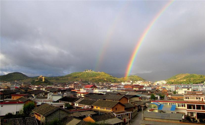 【最新案例】华体照明献礼迪庆藏族自治州成立60周年庆